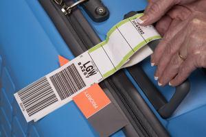 IATA  разрешит печатать багажные бирки дома